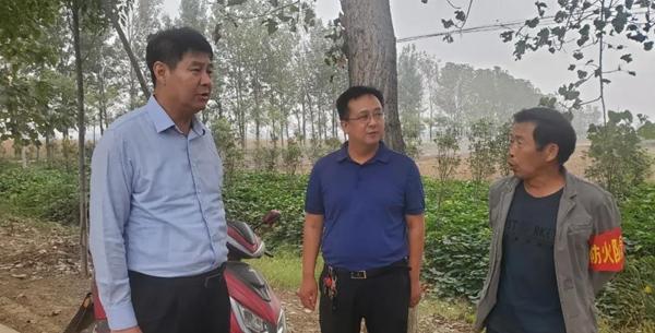 平舆县副县长马林到部分乡镇查看秋季秸秆禁烧工作