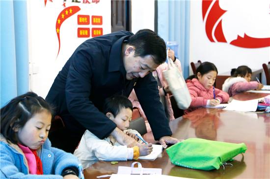 """郑州市房管局驻张堂村工作队:""""暖心教室""""暖人心 真抓实干促脱贫!"""