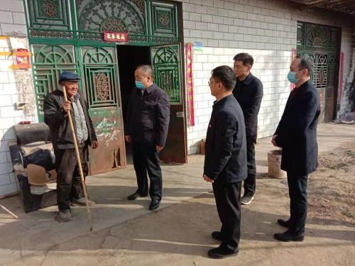 郑州市市场监管局联合爱心企业 走访慰问困难群众
